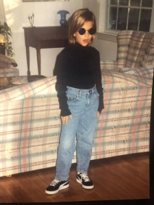 Young girl from the 90s looking like Steve Jobs